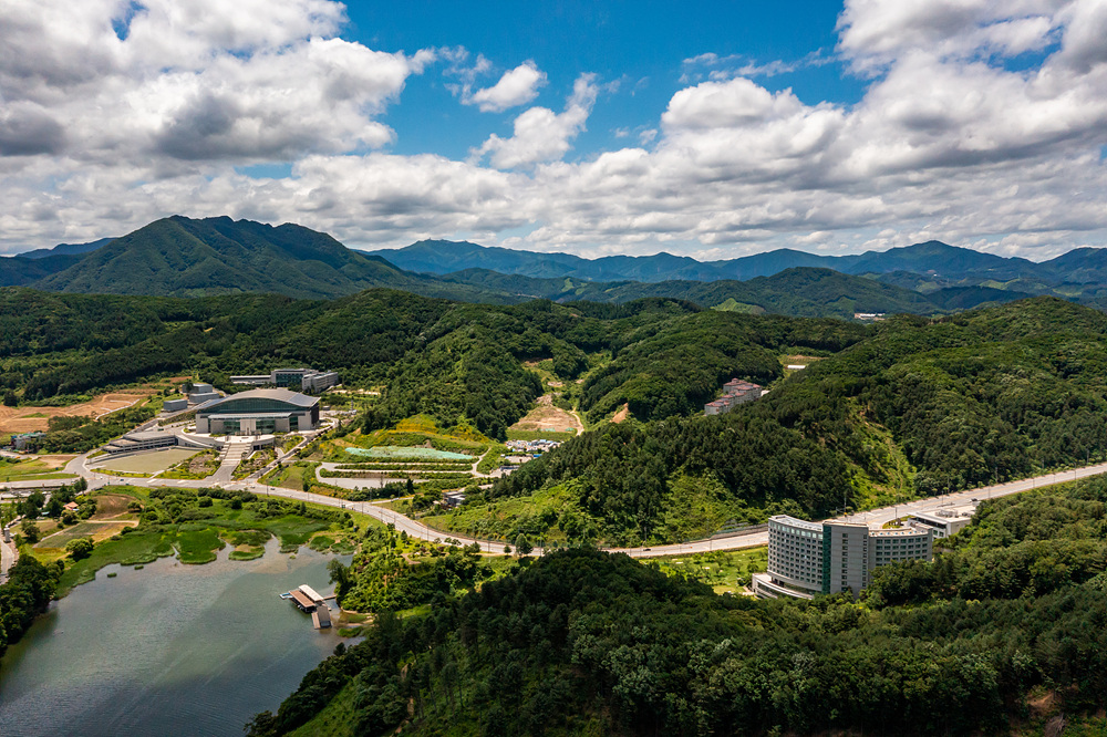 Landscape of Cheonwon Complex and HJ Heaven and Earth CheonBo Training Center / 2021.07.11